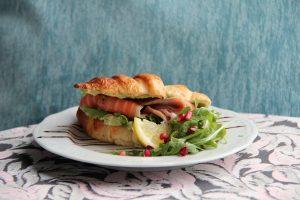 UUS! Croissant soolalõhe-avokaadoga